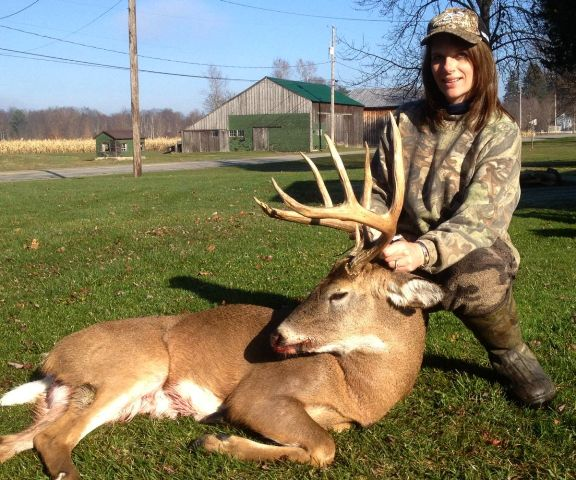 audrey zimmerman with 145 inch buck 576x480