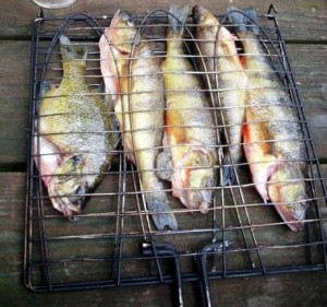 bluegill-and-perch-in-grill-basket-how-to-cook-bluegill