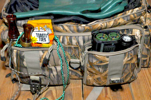 store-small-gear-in-outside-pockets-600x398